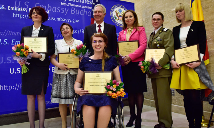 Ambassador Hans Klemm, center, pose for a photo with the six awarded women of courage. From left to right: Madalina Turza, Dr. Magda Ciobanu, Erika Garnier, Ramona Brad, SFC Mirela-Valentina Melinte and Ioana Cristina Moldovan. Bucharest, April 6, 2016 (Lucian Crusoveanu / Public Diplomacy Office)