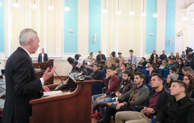 Ambassador Hans Klemm at the University of Craiova (Photo: Iulia Vasile / U.S. Embassy)