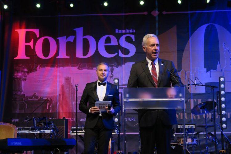 Ambassador Hans Klemm delivers remarks at the Forbes 100 Gala. Bucharest, May 22, 2017 (Mihaela Armaselu / U.S. Embassy)